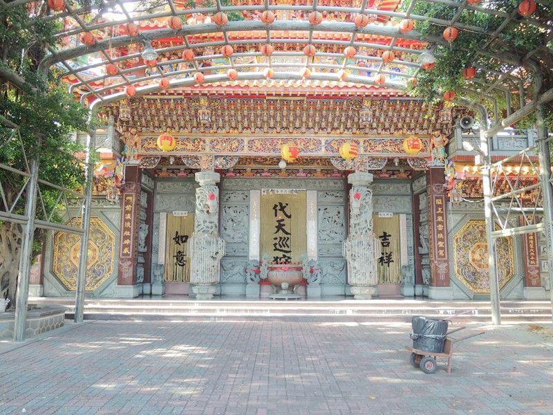 三聖殿門口