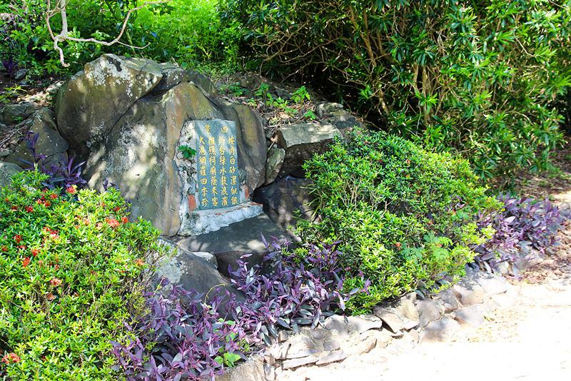 園區內的石碑訴說哪四景