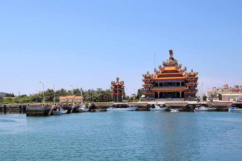 鎖港紫微宮,宮高7樓,是來澎湖鎖港不可錯過的景點